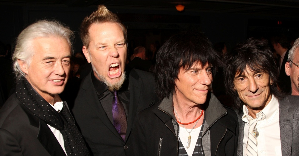 Em 2009, James Hetfield tirou esta foto ao lado de lendas do rock como Jimmy Page (primeiro à esquerda), do Led Zeppelin, Jeff Beck e Ron Wood (primeiro à direita), do Rolling Stones. Na ocasião, o Metallica foi eleito para o Hall da Fama do Rock