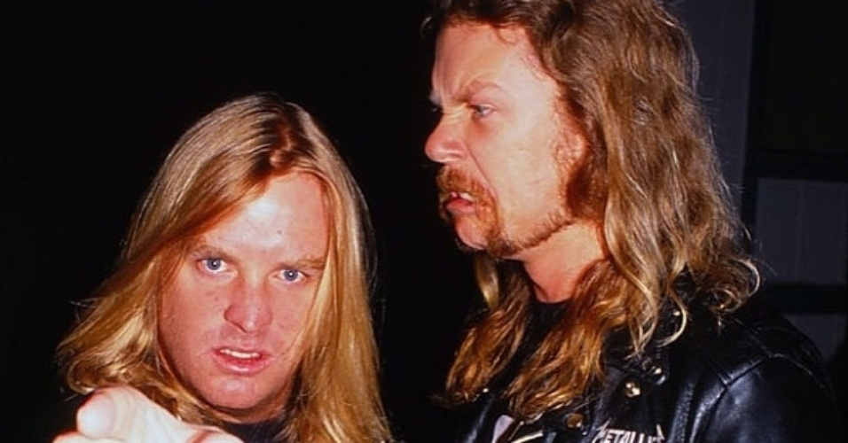 James Hetfield ao lado do guitarrista Jeff Hanneman, do Slayer, que morreu em 2013