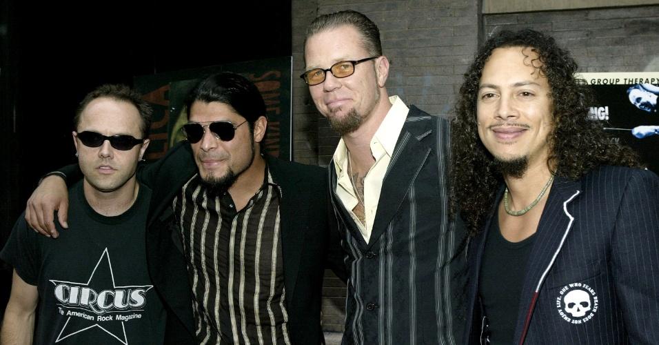 James Hetfield e os outros membros da formação atual do Metallica durante evento em 2004