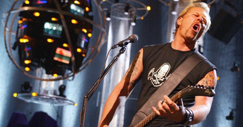 James Hetfield em 2003 em apresentação na MTV