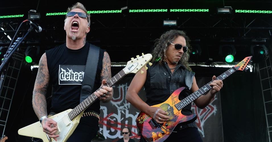 """Nos últimos anos, James Hetfield preferiu tirar quase toda a barba que o consagrou, deixando apenas uma barbicha branca como lembrança. O que não mudou foi o peso das apresentações do Metallica, especialmente depois do lançamento de """"Death Magnetic"""", álbum tido como um retorno da banda às suas raízes de thrash metal"""