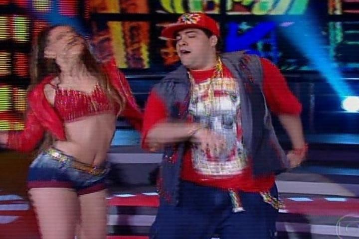 "04.ago.2013 - Na ""Dança dos Famosos"", Tiago Abravanel se empolga no funk"