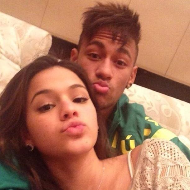 04.ago.2013 - Neymar posta foto com Marquezine
