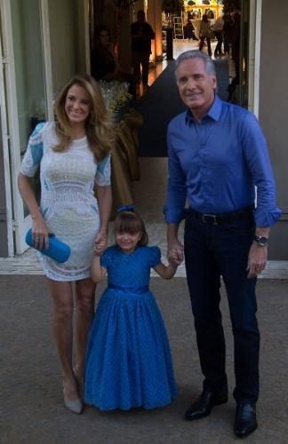04.ago.2013 - Rafaella Justus e os pais 1