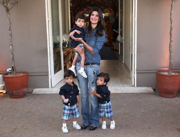04.ago.2013 - Rafaella Justus e os pais 5