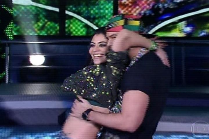 """04.ago.2013- No ritmo do funk, Carol Castro abusa da sensualidade na """"Dança dos Famosos"""""""