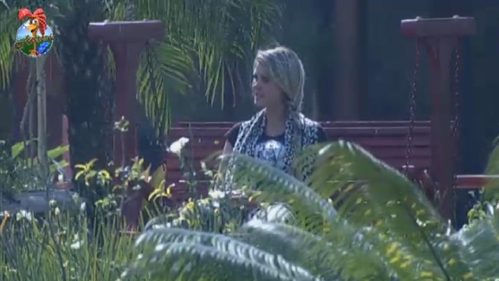 4.ago.2013 - Bárbara Evans reclama de Ivo com Mulher Filé