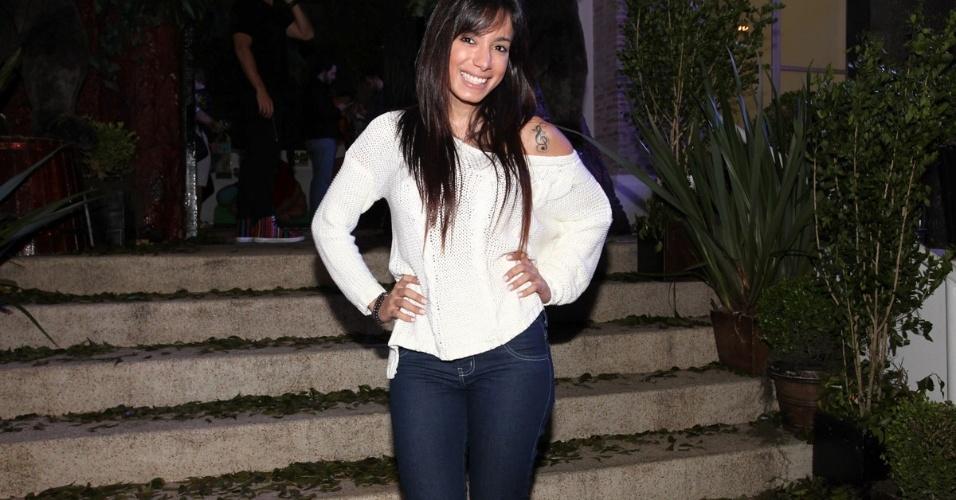 05.ago.2013- A cantora Anitta também marcou presença na festa de Vittorio