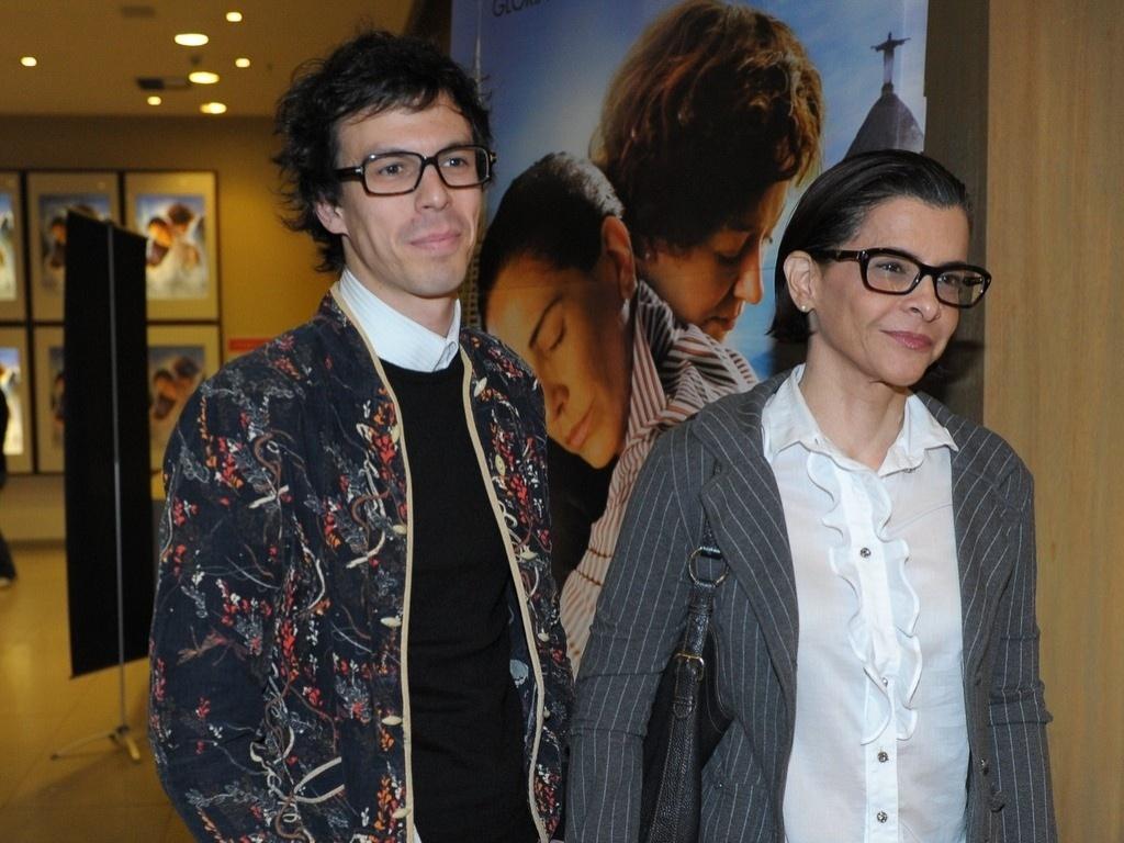 05.ago.2013 - Esmir Filho e Marina Lima comparecem a pré-estreia do filme