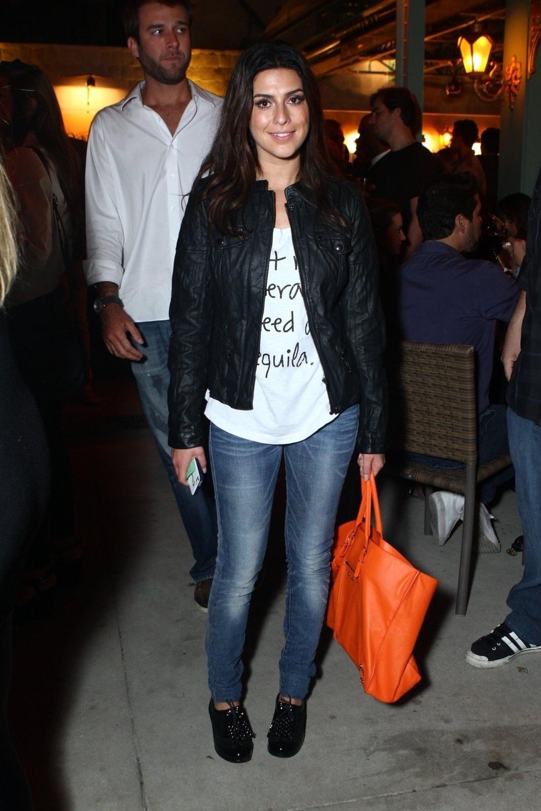 6.ago.2013 - Fernanda Paes Leme na inauguração do restaurante Paris 6 na Barra da Tijuca, no Rio de Janeiro