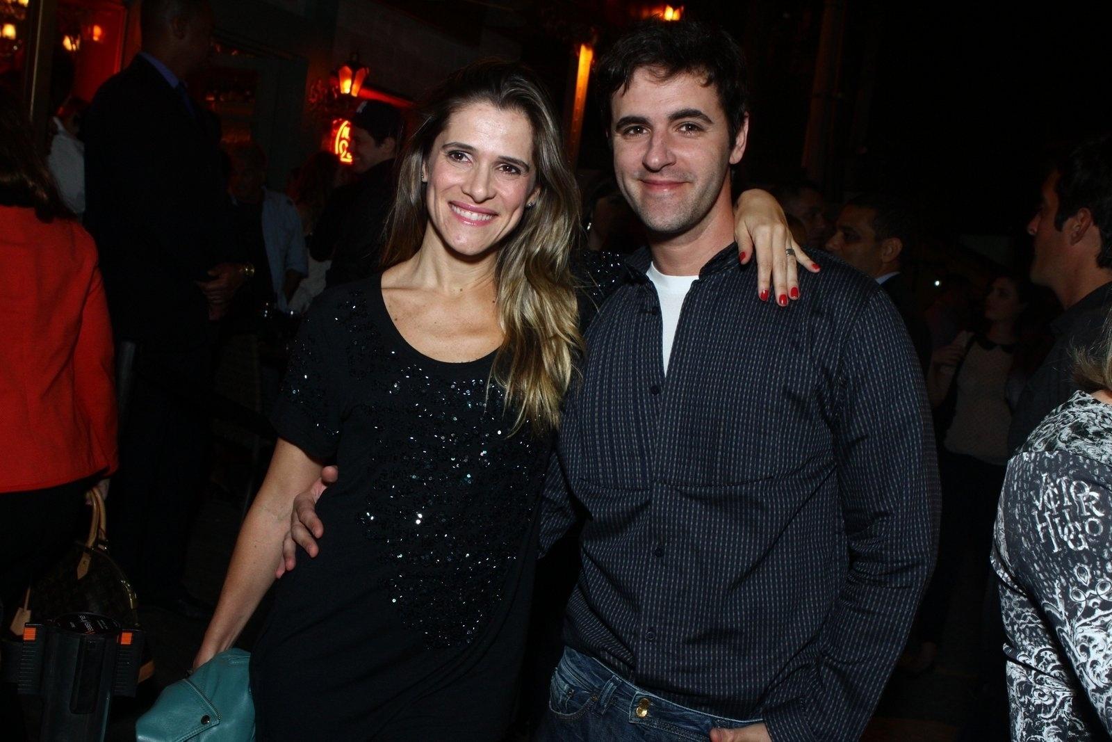 6.ago.2013 - Ingrid Guimarães com o ator Rodrigo Lopez na inauguração do restaurante Paris 6 na Barra da Tijuca, no Rio de Janeiro
