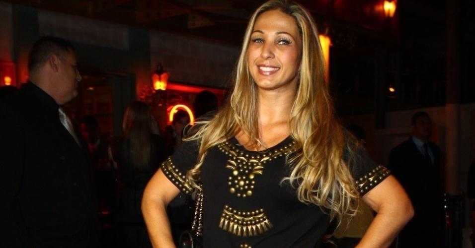 6.ago.2013 - Valesca Popozuda na inauguração do restaurante Paris 6 na Barra da Tijuca, no Rio de Janeiro