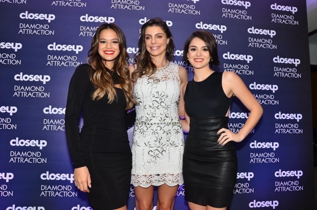 7.ago.2013 - Bruna Marquezine, Isabelle Drummond e Daniela Cicarelli participam de evento de marca de higiene dentária que aconteceu na Vila Nova Conceição, em São Paulo