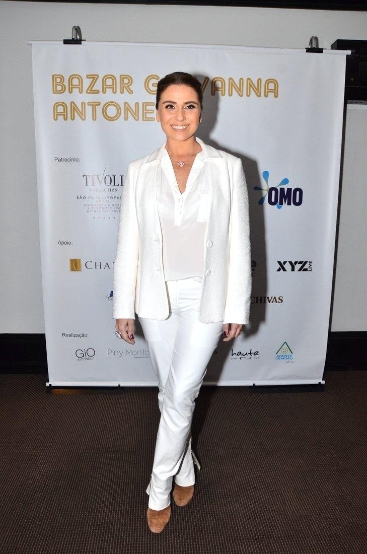 7.ago.2013 - Giovanna Anontelli inaugurou o