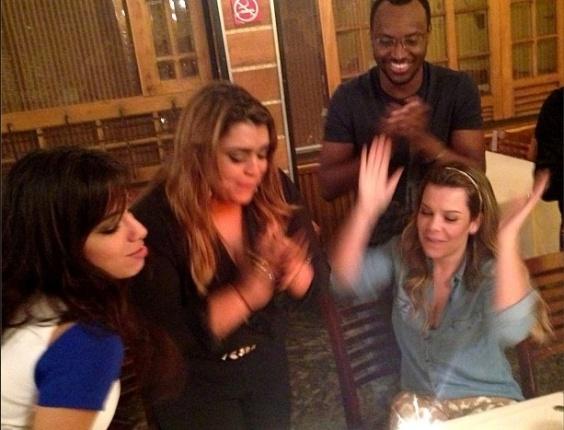 8.ago.2013 - Annitta, Fernanda Souza e Thiaguinho cantam