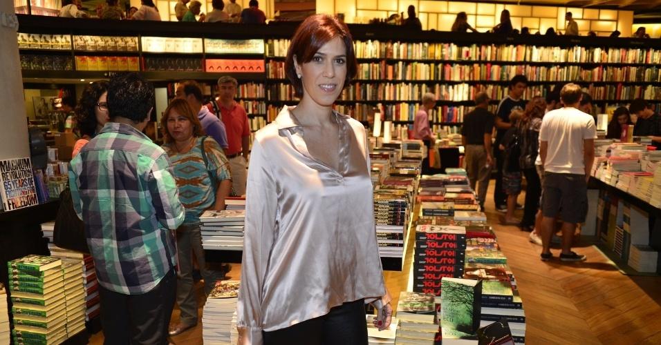 8.ago.2013 - Maria Clara Gueiros prestigia o lançamento do livro do canal Porta dos Fundos nesta quinta em um livraria, no Rio