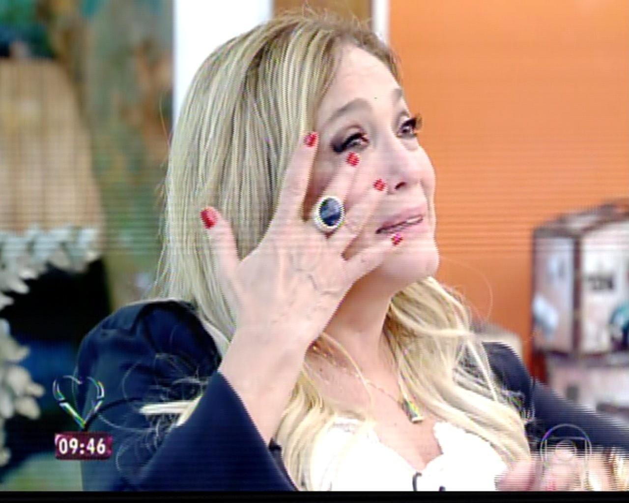8.jul.2013 - Susana Vieira se emociona no