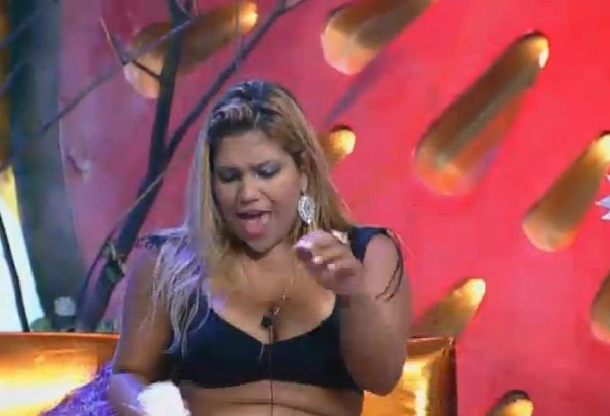 7.ago.2013 - Yani fica revoltada ao saber que a equipe Coelho vai para o celeiro