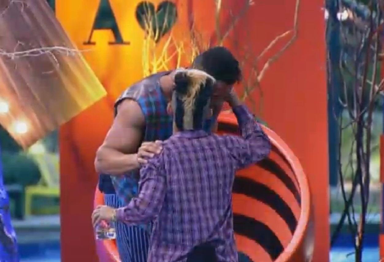 7.ago.2013 - Yudi fala para Marcos Oliver que ama Paulo Nunes e pretende se tornar amigo dos filhos dele fora do reality