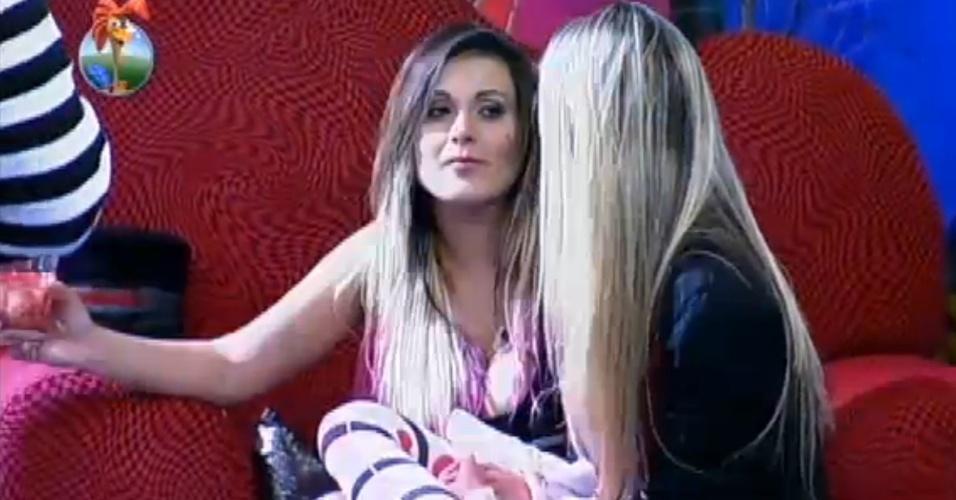 08.ago.2013 - Bárbara pede a Andressa que vote no madorado Mateus para a próxima roça
