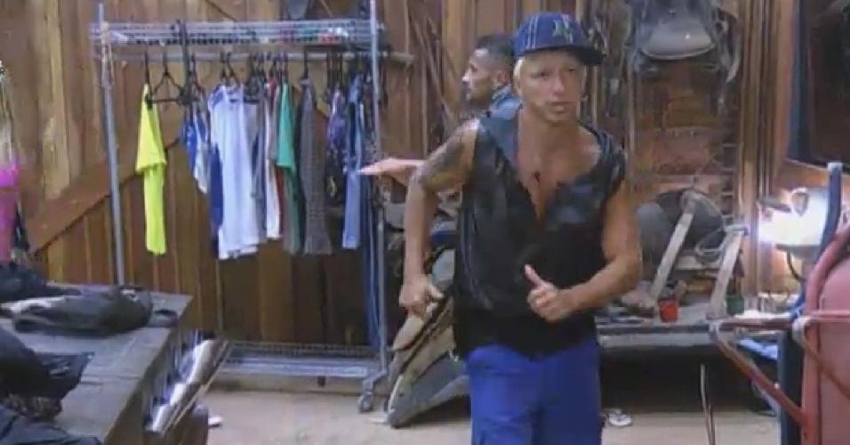 09.ago.2013 - Paulo Nunes com a roupa que escolheu