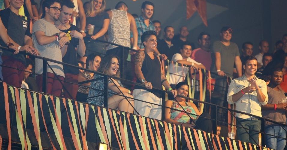 9.ago.2013 - Thammy Gretchen curte show acompanhada na festa Chá da Alice no Aterro do Flamengo, Rio de Janeiro