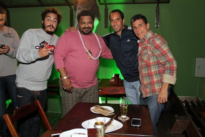 12.ago.2013 - Marcelo D2, Arlindo Cruz, Edmundo e Eri Johnson no show