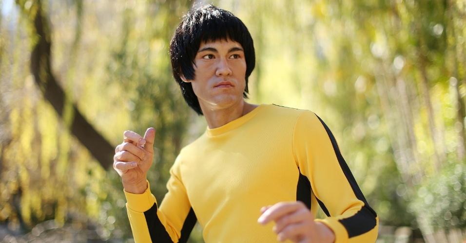 13.ago.2013 - Figura de cera do ator Bruce Lee, pertencente ao museu Madame Tussauds, é exposto no Chinese Garden of Friendship, em Sydney, Austrália