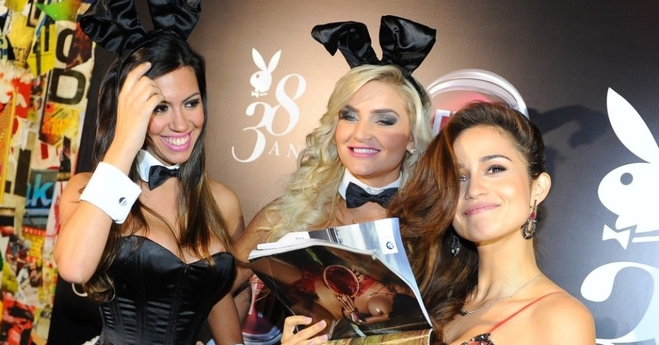 """13.ago.2013 - Nanda Casta na festa de lançamento da revista """"Playboy"""" da qual é capa em bar de São Paulo"""