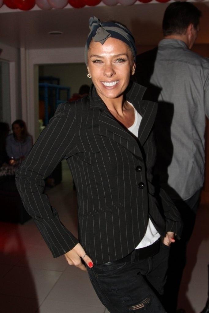 13.ago.2013- Adriane Galisteu marcou presença na festa de uma festa da Manto Produções em São Paulo