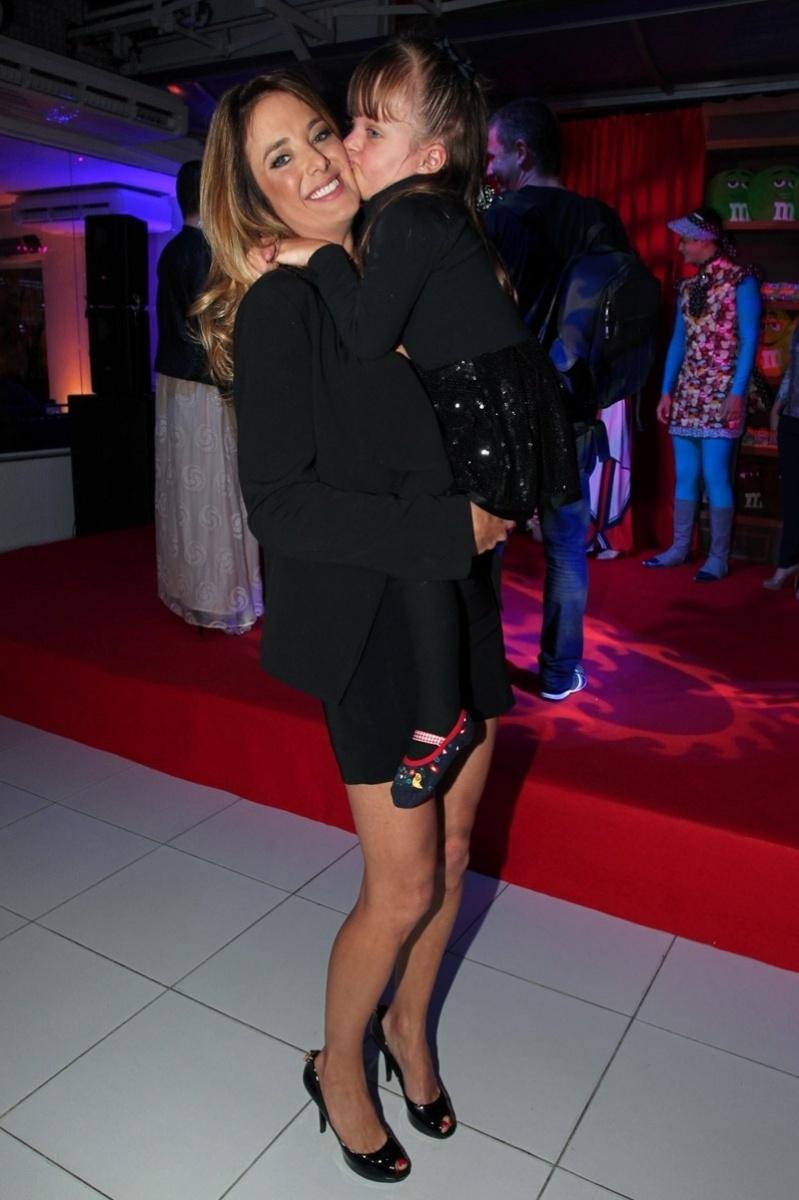 13.ago.2013- Ticiane Pinheiro foi com a filha Rafaella Justus à festa de dois anos da Manto Produções em São Paulo, nesta terça-feira, 13