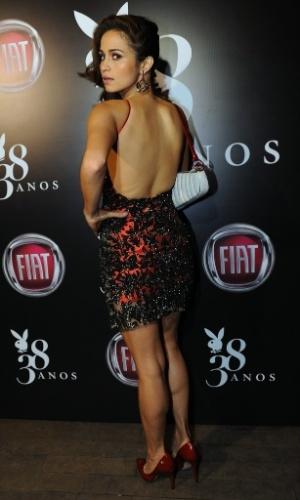 """13.ago.2013 - Nanda Costa faz pose para fotógrafos na festa de lançamento da edição de agosto da """"Playboy"""", da qual é capa. O evento, que aconteceu em um bar de São Paulo, ainda comemorou o aniversário de 38 anos da publicação. A depilação que a atriz de """"Salve Jorge"""" exibiu no ensaio causou repercussão nas redes sociais"""