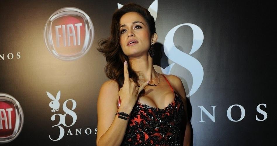 """13.ago.2013 - Nanda Costa faz pose para fotógrafos na festa de lançamento da edição de agosto da """"Playboy"""", da qual é capa. O evento, que aconteceu em um bar de São Paulo, ainda comemorou o aniversário de 38 anos da publicação. O ensaio da atriz de """"Salve Jorge"""" foi fotografado em Cuba"""