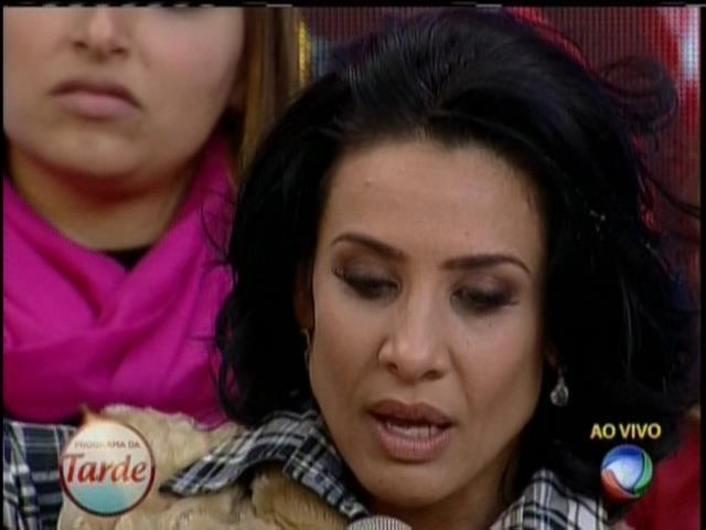 14.ago.2013 - Scheila Carvalho diz que não vai comentar sobre traição do marido, Tony Salles