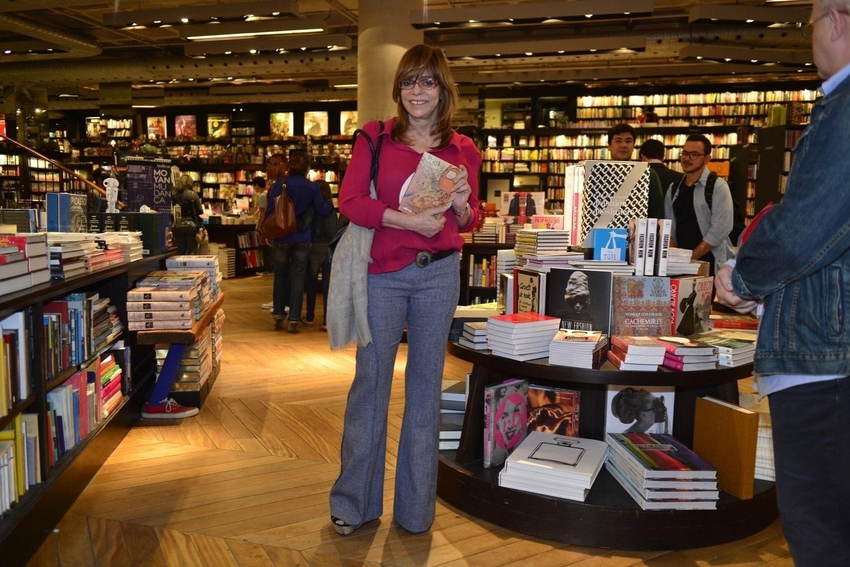 14.ago.2013- Gloria Perez prestigiou o lançamento do livro