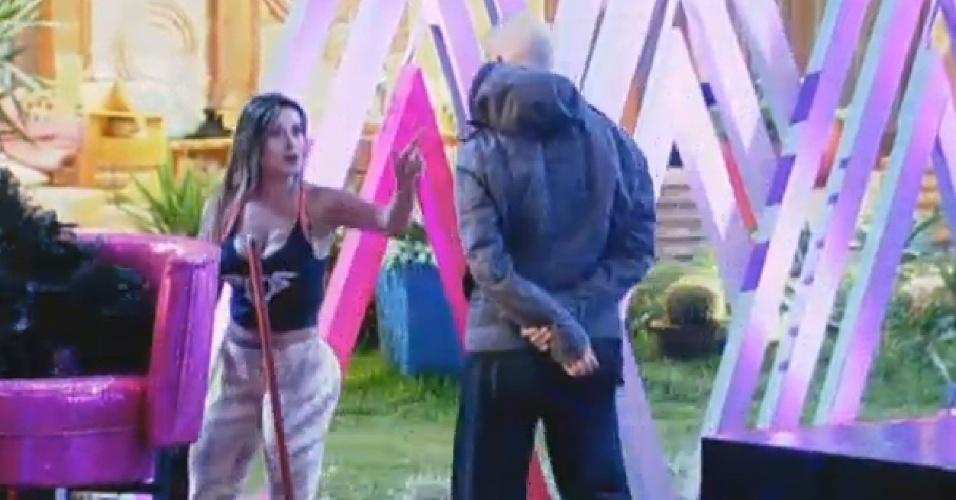 15.ago.2013 - Andressa discute com Mateus