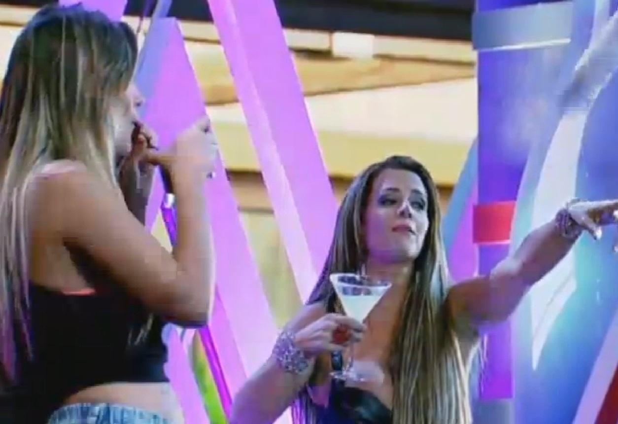 15.ago.2013 - Denise se irrita e chama Mateus de homofóbico e Yudi de playboyzinho de merda