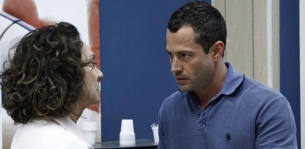 """Em """"Amor à Vida"""", Bruno bola plano para tirar Paloma de clínica com a ajuda da mãe"""