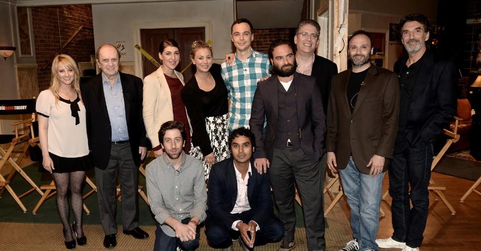 """15.ago.2013 - Atores e produtores de """"The Big Bang Theory"""" comemoram o sucesso da série"""