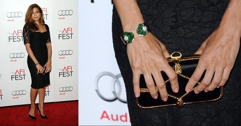 Eva Mendes escolheu uma clutch do tipo
