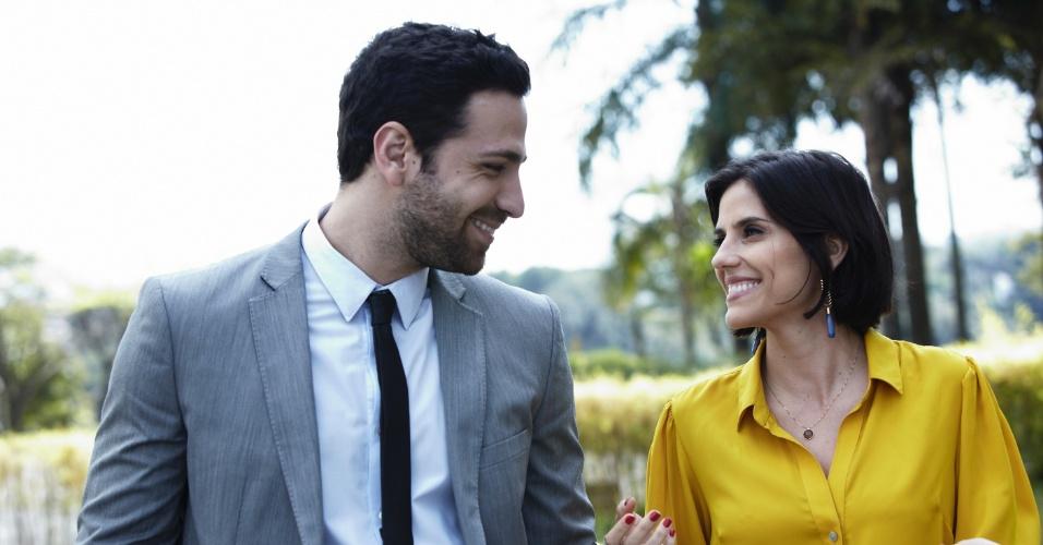 """Augusto (João Gabriel Vasconcelos) e Karin (Rafaela Mandelli) conversam juntos em cena de """"O Negócio"""", da HBO"""
