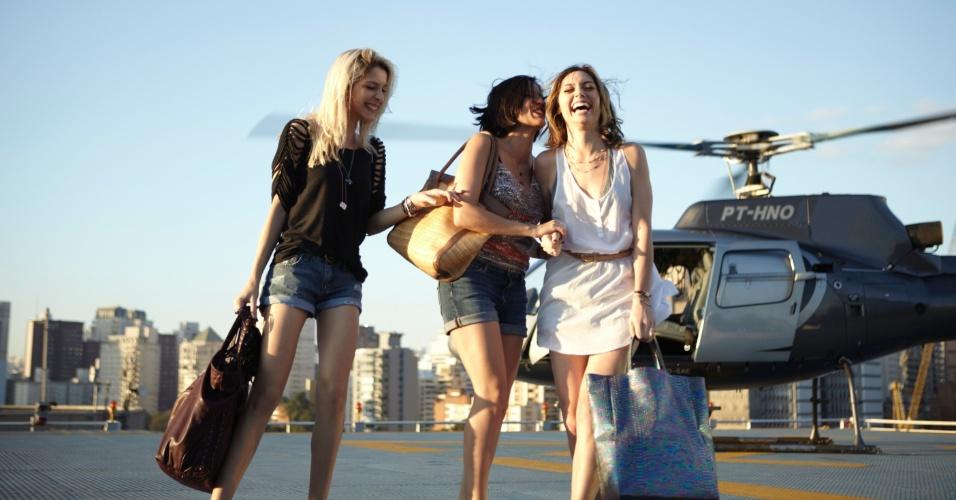 """Magali (Michelle Batista) , Karin (Rafaela Mandelli) e Luna (Juliana Schalch) em cena da primeira temporada da série """"O Negócio"""", produção brasileira da HBO"""
