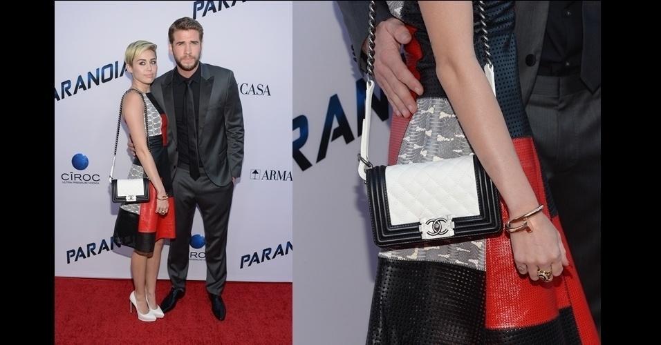 Miley Cyrus optou pela versão branca e preta de uma das sensações da última temporada. A