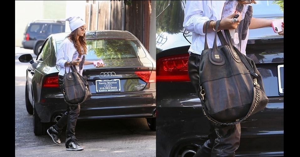 Vanessa Hudgens saiu com sua Givenchy