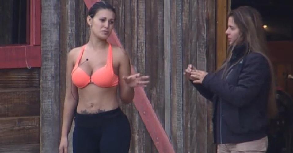 17.ago.2013 - Andressa Urach fala de Bárbara para Denise: