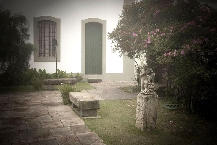 jardim da sala manoel da costa ataíde ao lado do