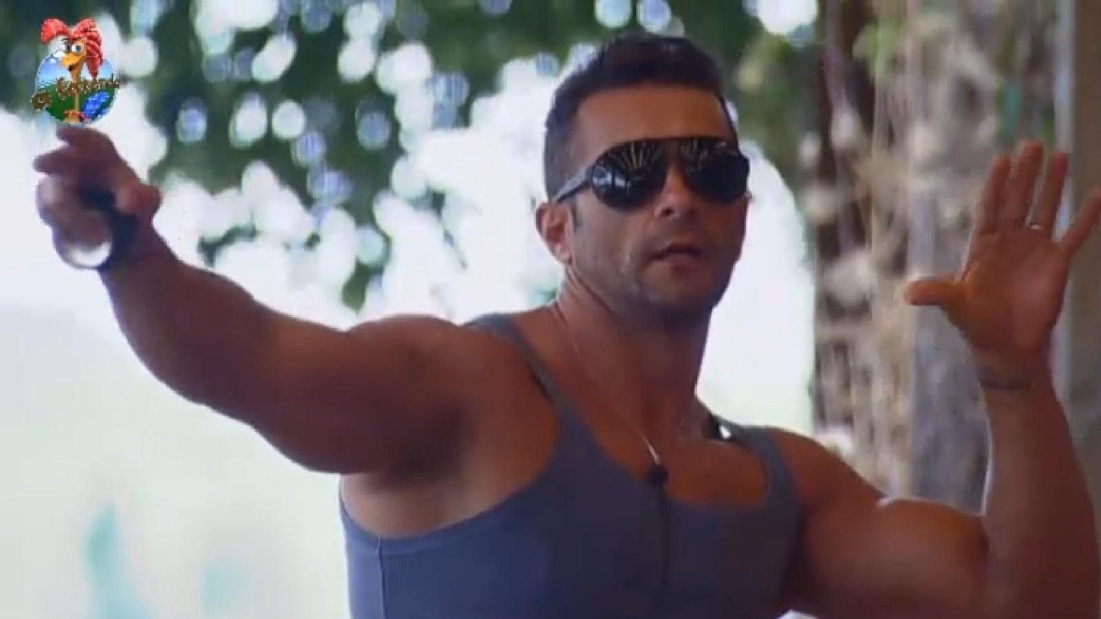 18.ago.2013 - Marcos Oliver aprova críticas de Andressa à Bárbara Evans