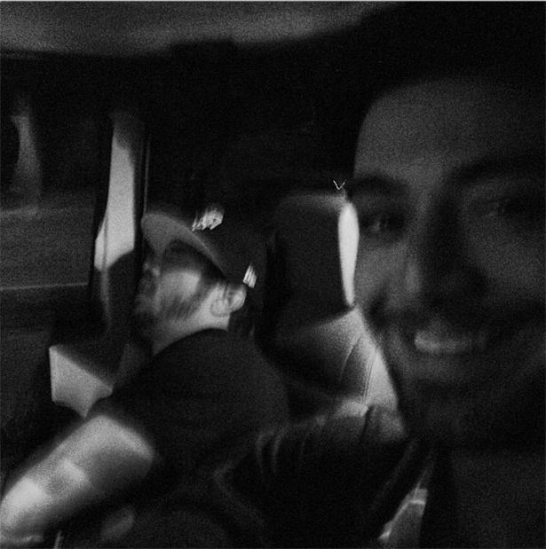 20.ago.2013 - O ator Felipe Titto publicou uma foto ao lado do colega Caio Castro dormindo.