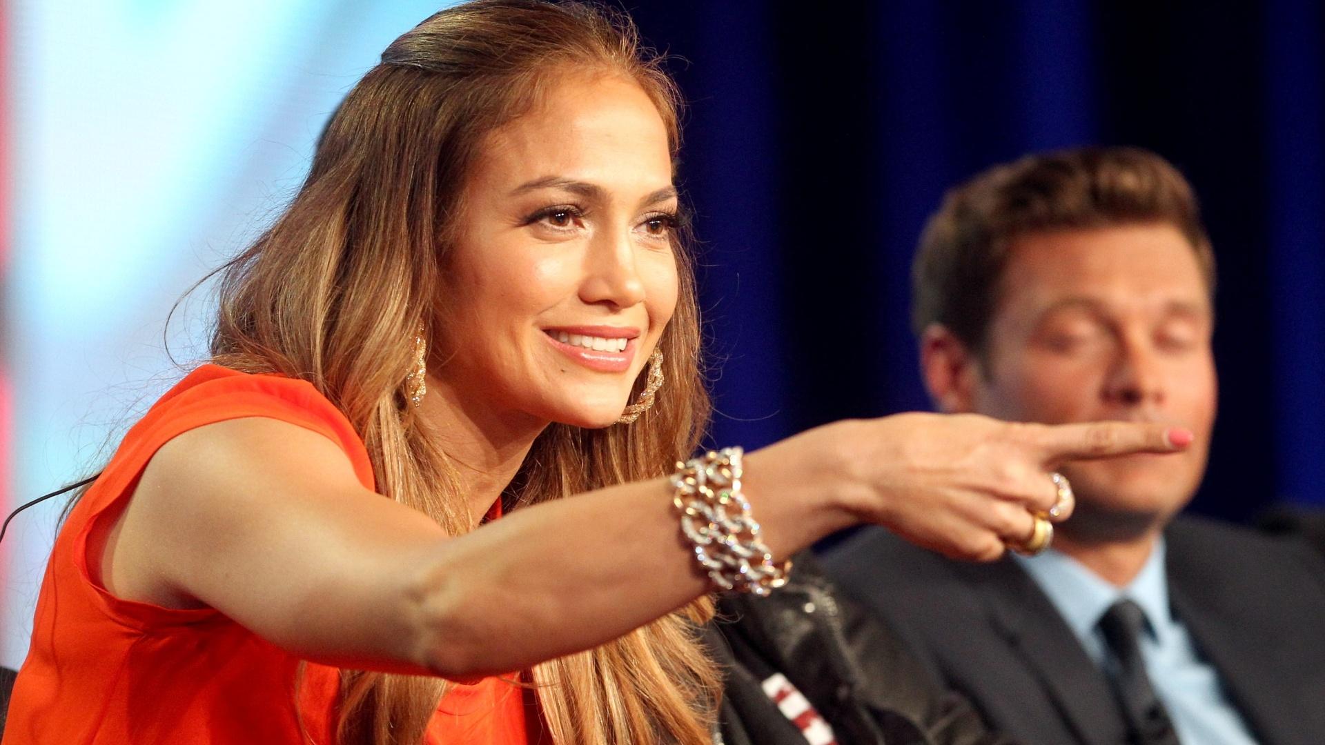8.jan.2012 - Jennifer Lopez participa de entrevista sobre o programa
