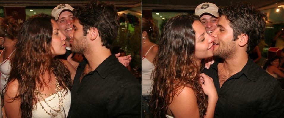 A atriz Camila Rodrigues acompanha o então namorado na inauguração da pizzaria da família de Gagliasso, na Barra da Tijuca (16/11/05